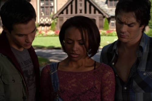In-The-Vampire-Diaries-6x04-black-hole-sun-Bonnie-rinuncia-a-tornare-a-casa-con-Damon-638x425